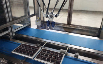 Robotic pick & place for chocolate pralines