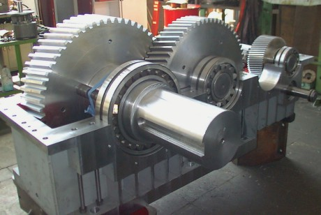 Lifting reduction gear for steel plant crane implemented and assembled by Fusetti Trasmissioni Meccaniche.
