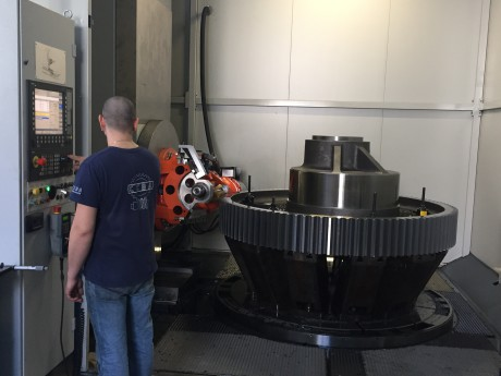 The new hobbing machine recently bought by Ceba Ingranaggi at Carate Brianza (MB) allows the machining of gears with maximum diameter of 3,000 mm.