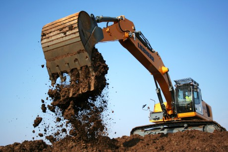 Liebherr was one of the first manufacturers that installed the Positive Control System on their medium-end excavators with excellent results from the point of view of both manoeuvrability and of consumptions.