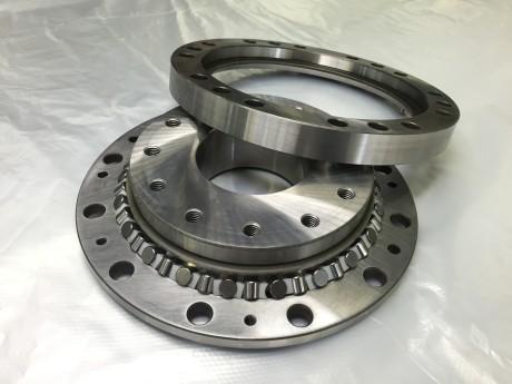 Crossed roller bearing.